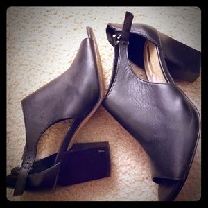 Tahari leather heels